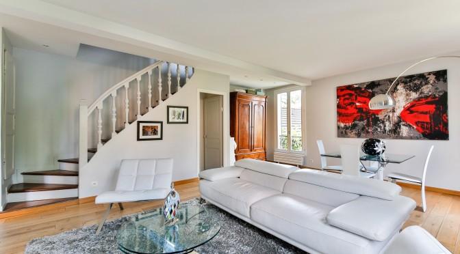 arty-lounge-2132346_1920